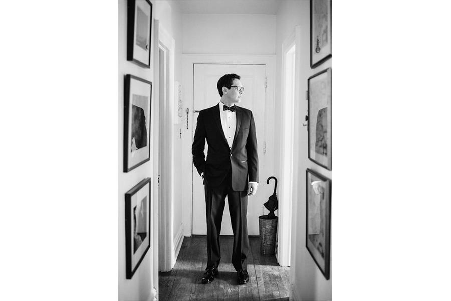 groom pose wedding photography