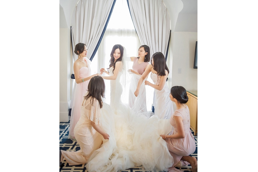 wedding bridal prep photos