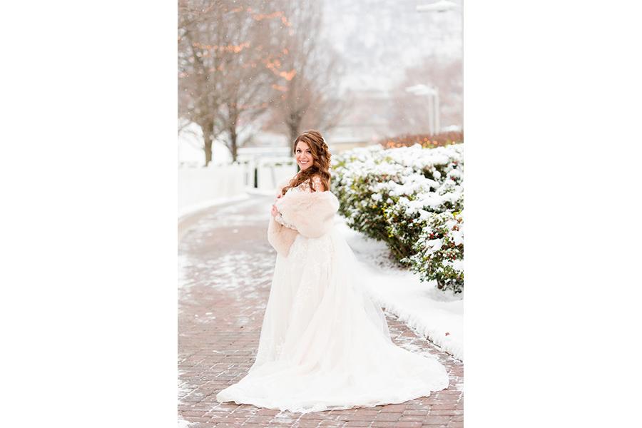 bridal portraits in snow