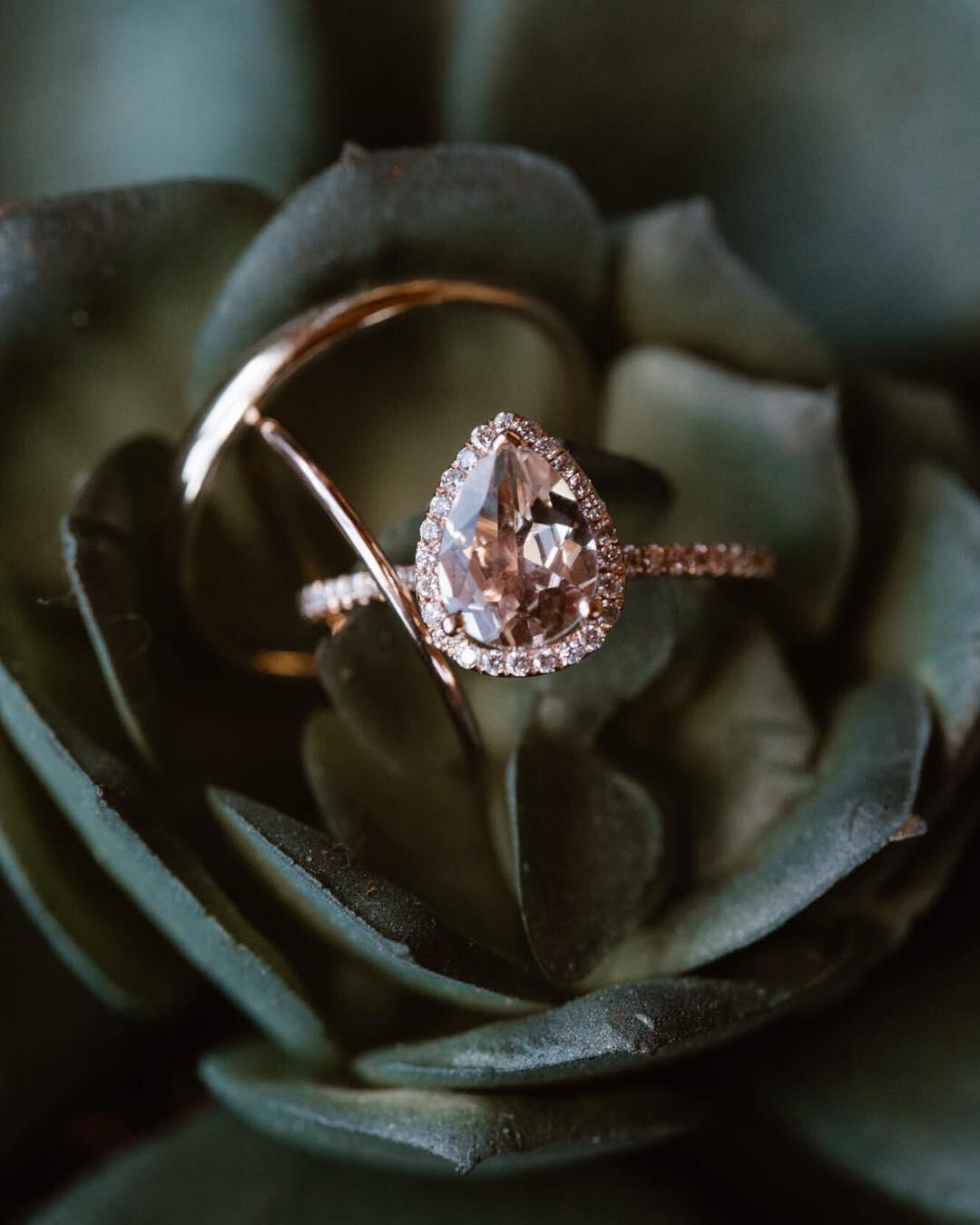 Rose gold pear-cut shaped wedding ring